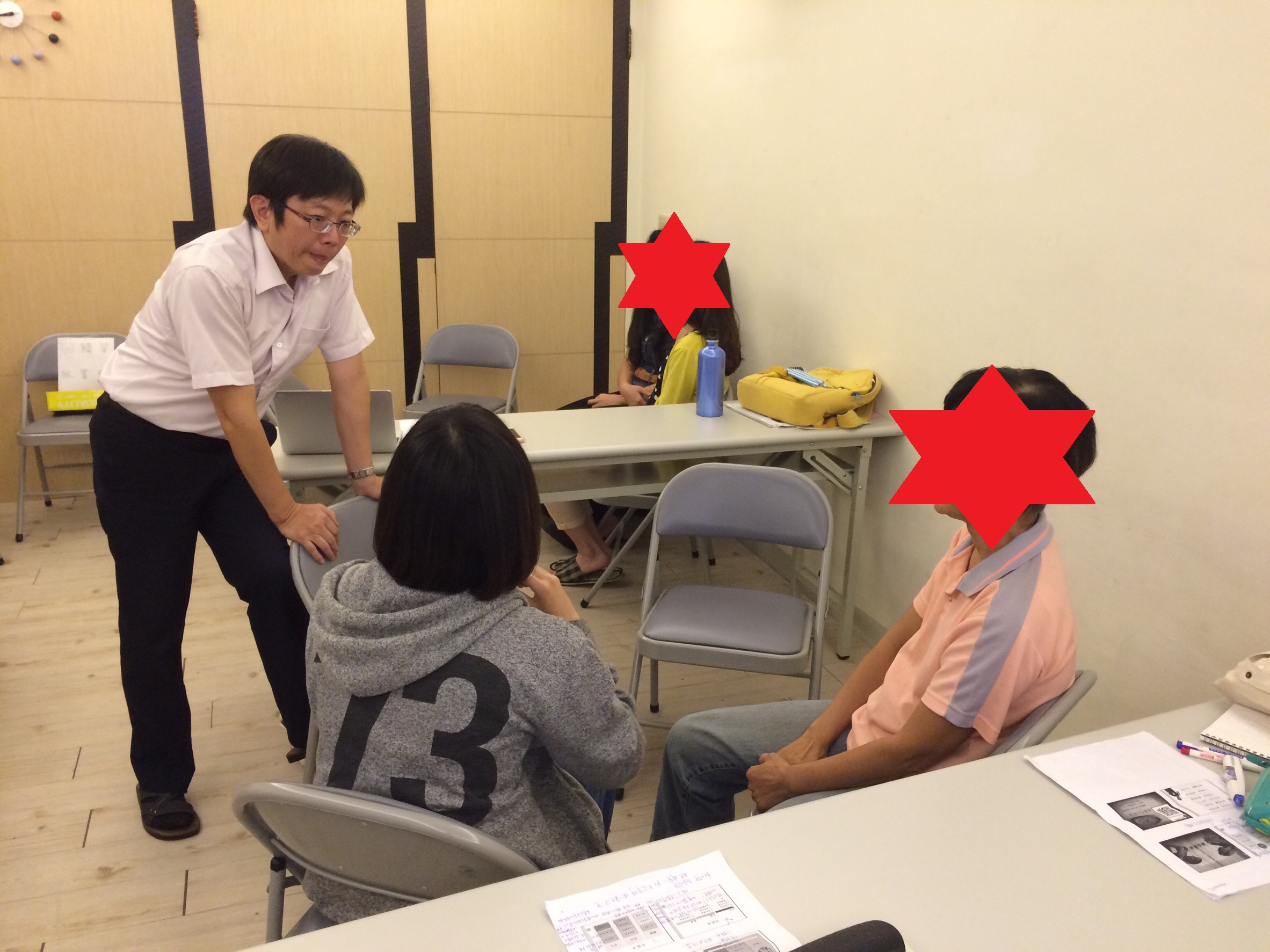 【個別諮商中的空椅子】 -- 心理劇與完形的應用